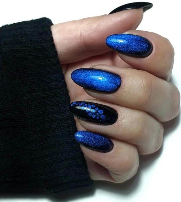 Черно-синий маникюр с рисунком