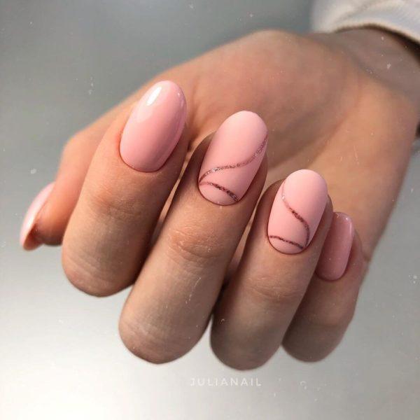 Розовый маникюр с блестками на овал