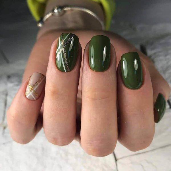 Зеленый маникюр с блестками