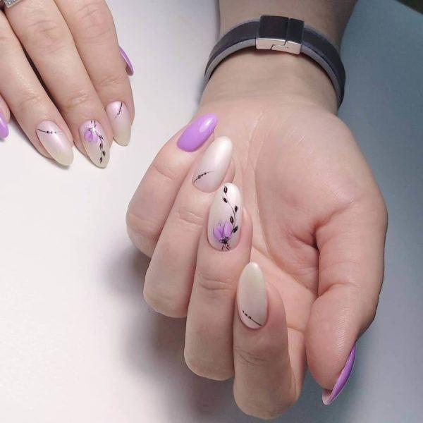 Маникюр с цветами на длинные ногти