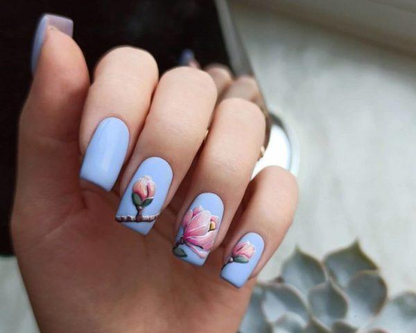 Маникюр с цветами на квадратные ногти