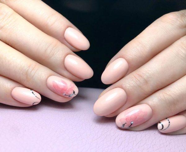 Масникюр с цветами на короткие ногти