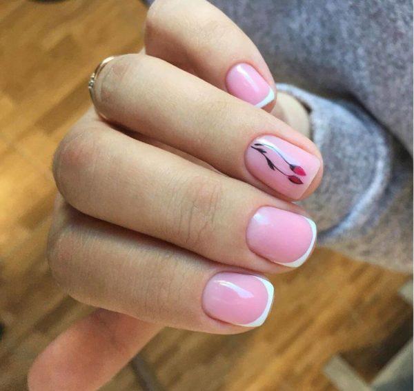 Маникюр с цветами на короткие ногти френч