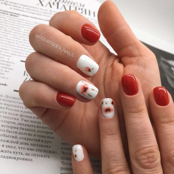 Красный с белым маникюр с цветами