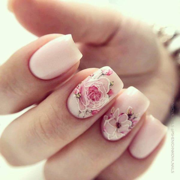 Маникюр с цветами роза