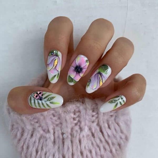Маникюр с крупными цветами