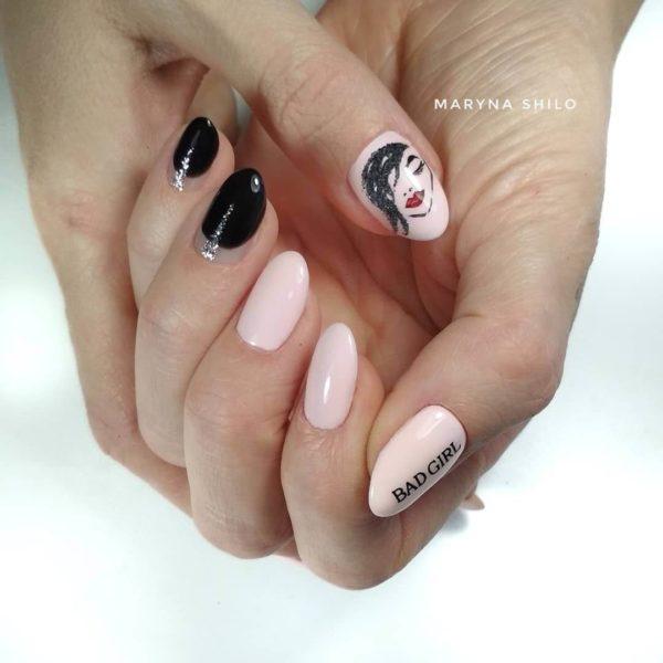 Маникюр с надписями на короткие ногти