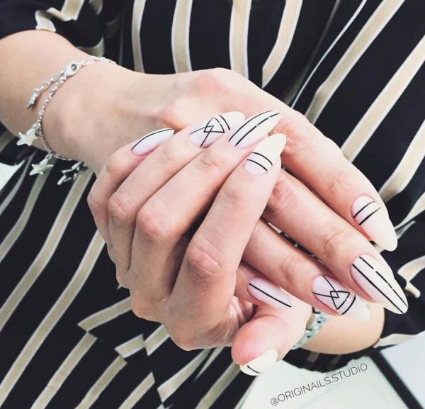 Маникюр с полосками на всех ногтях