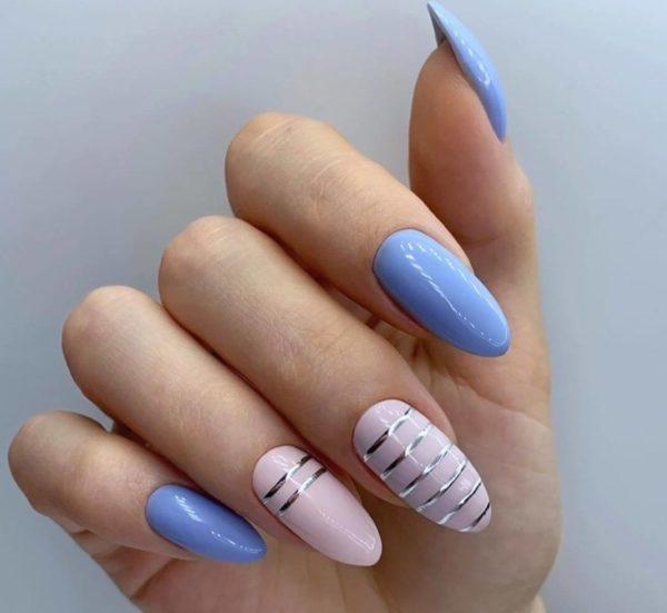 Маникюр с полосками с аспектами на 2 пальцах