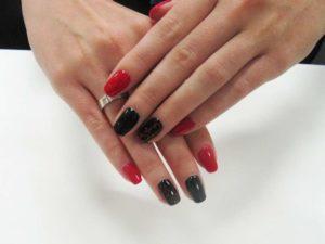 Сочетание черного лака с красным