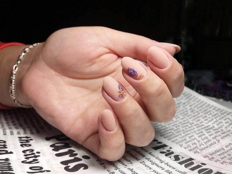 Матовая акварельная роспись на короткие ногти