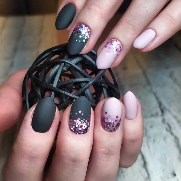 Черный с розовым матовый маникюр