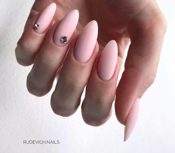 Нежно-розовый матовый маникюр