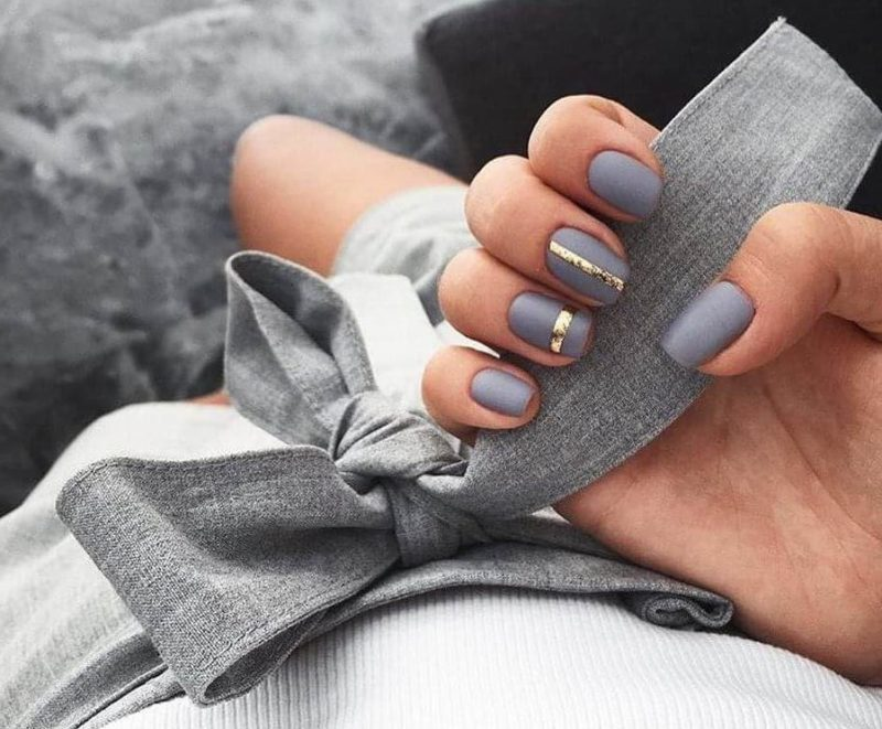 Серый дизайн ногтей для начинающих