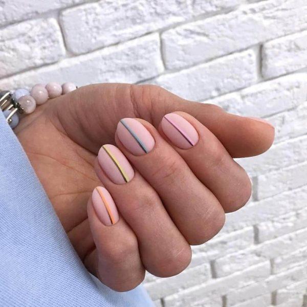 Матовый школьный маникюр на короткие ногти