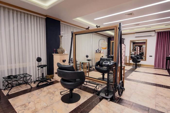 Место работы парикмахера в салоне Lady Gadiva