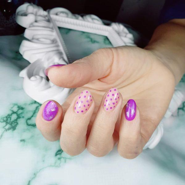 Пурпурный милый маникюр