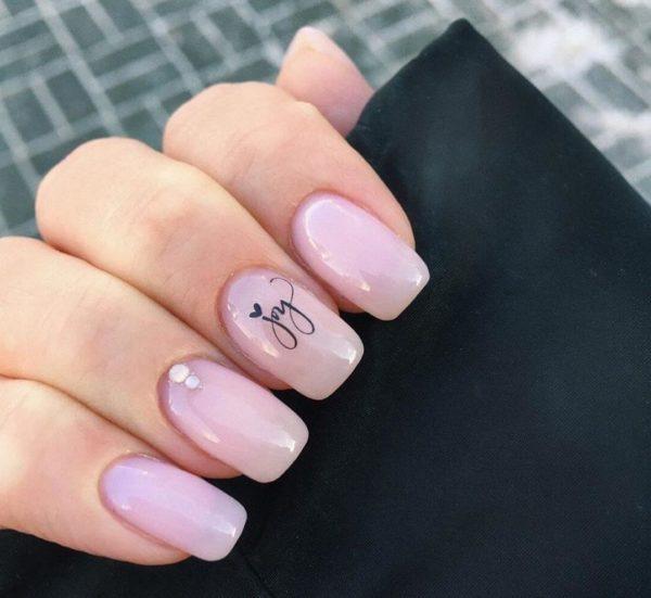 Розовый милый маникюр