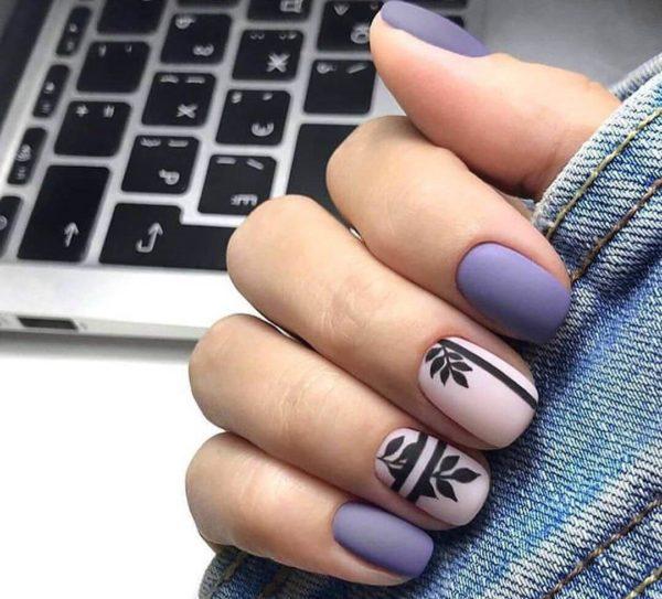 Фиолетовый милый матовый маникюр