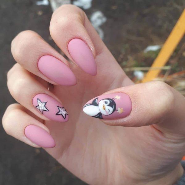Розовый милый матовый маникюр