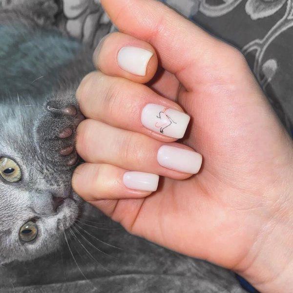 Молочный маникюр на длинные ногти
