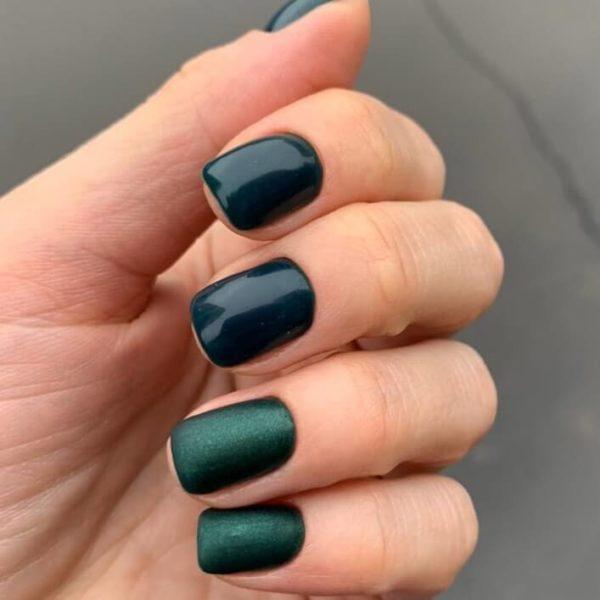 Однотонный зеленый маникюр на короткие ногти