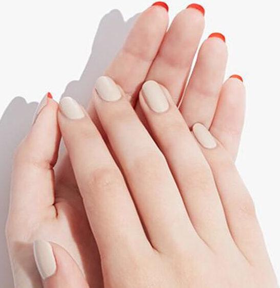 Нежный лабутен-маникюр на короткие ногти