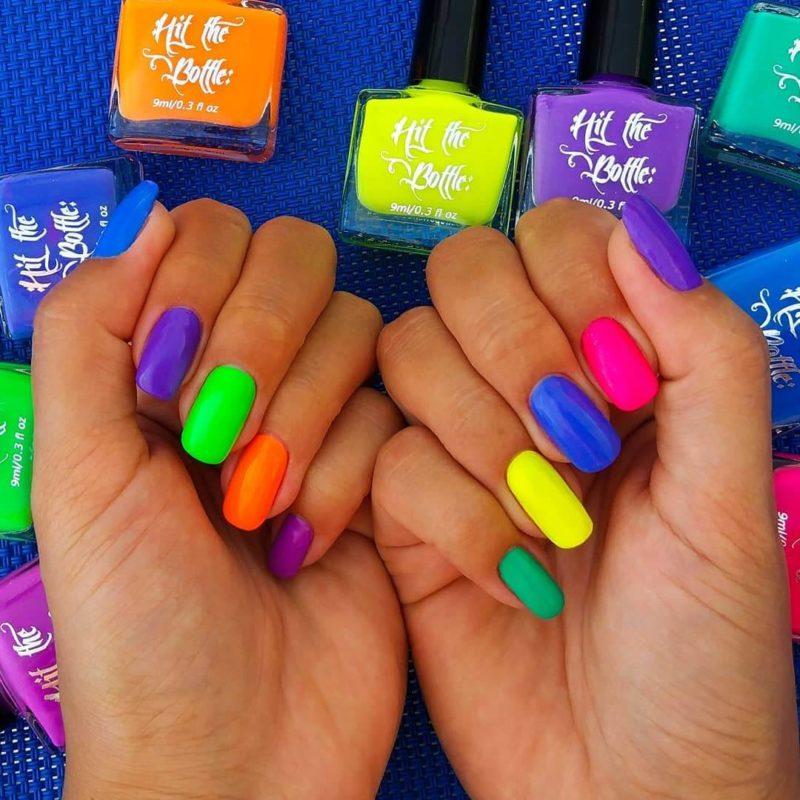 Неоновый маникюр разными цветами