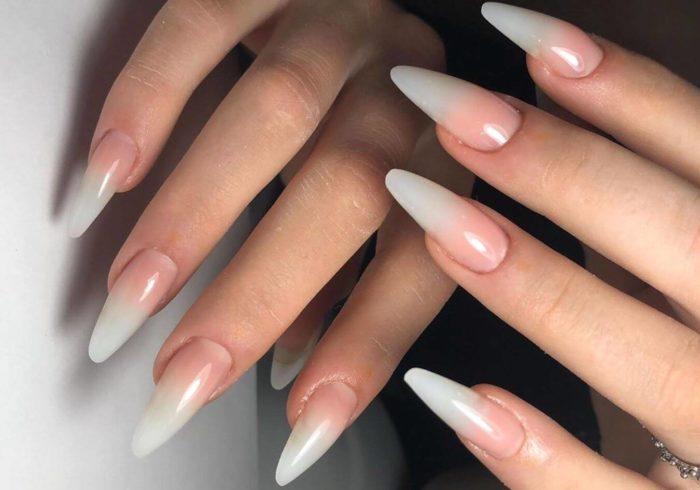 Нюдовый градиент на длинных ногтях