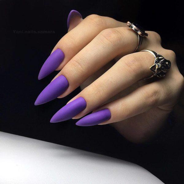 Фиолетовый однотонный маникюр