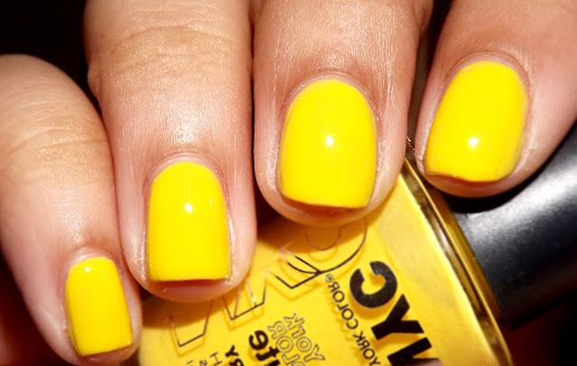 желтый однотонный маникюр