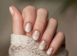 Свадебный омбре на короткие ногти