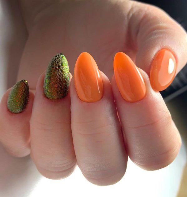 Оранжевый маникюр и пузырьковый дизайн
