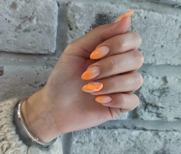 Оранжевый маникюр омбре