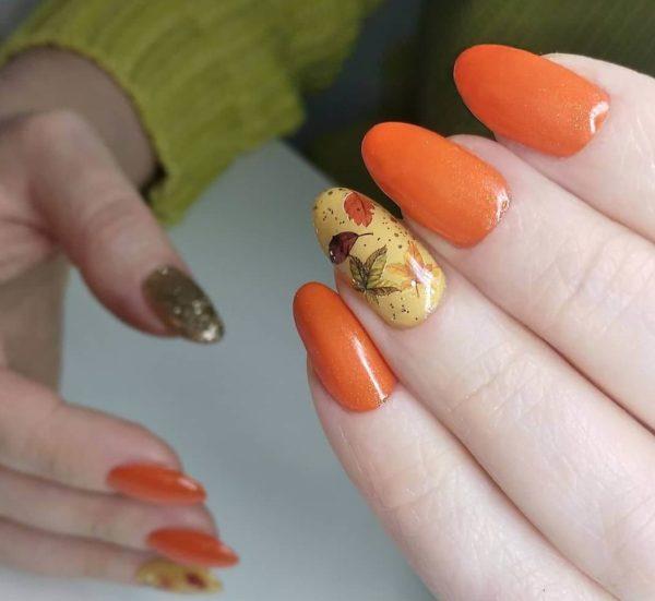 Оранжевый маникюр с рисунками