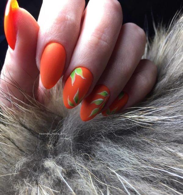 Оранжевый маникюр с рисунком листья