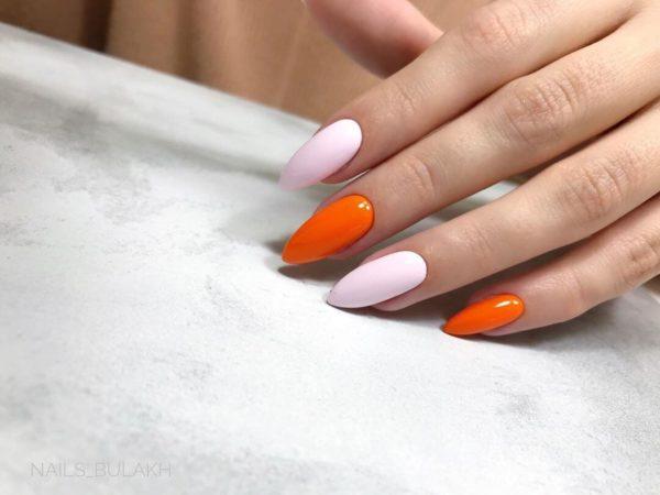 Оранжевый маникюр с розовым