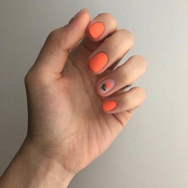 Идея оранжевого маникюра
