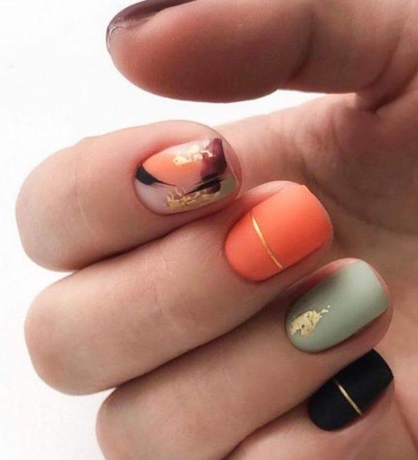 Многоцветный оранжевый маникюр