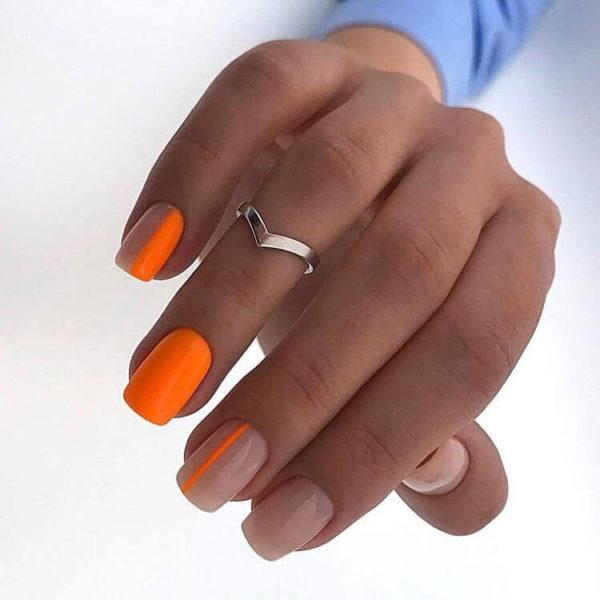Оранжевый маникюр с полосами