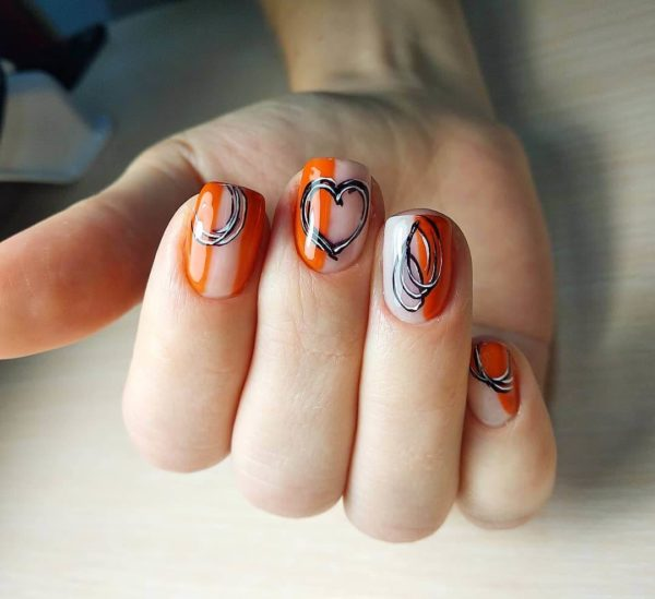 Оранжевый маникюр с рисунками на всех пальцах