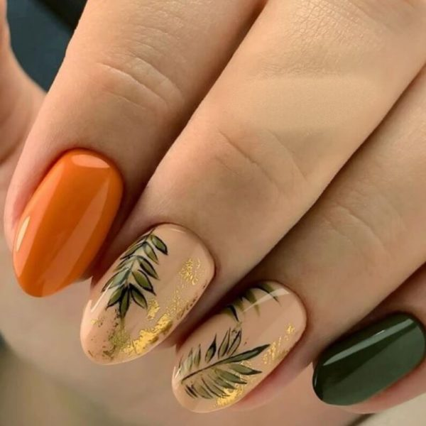 Оранжевый маникюр с темно-зеленым