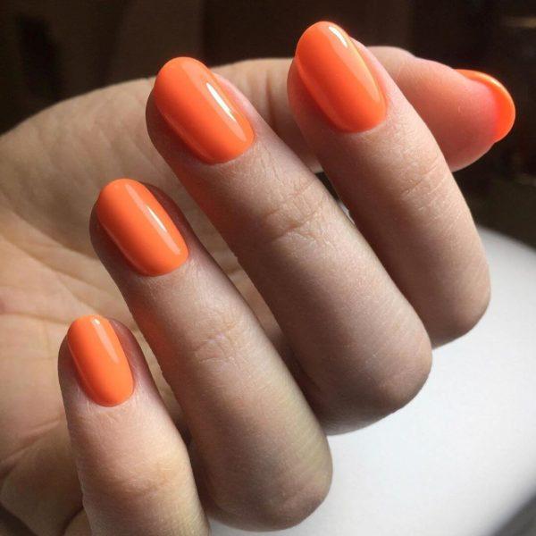 Оранжевый маникюр в один тон