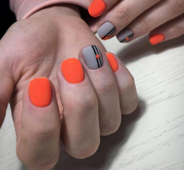 Оранжевый матовый маникюр