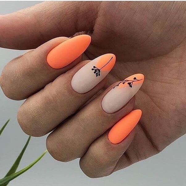 Оранжевый матовый маникюр с цветами