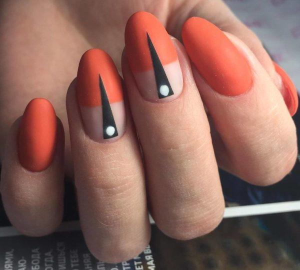 Оранжевый матовый маникюр с линиями