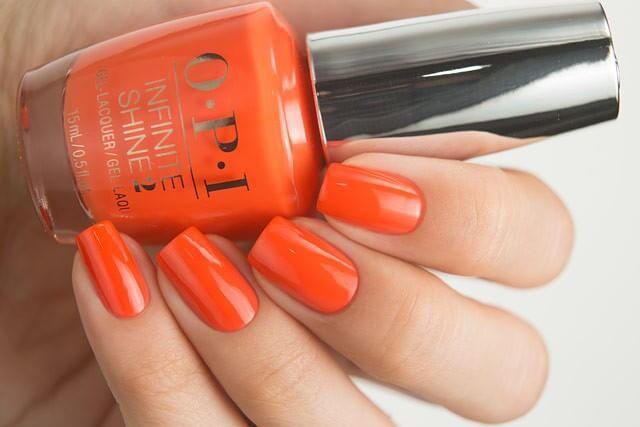 Оранжевый одноцветный маникюр