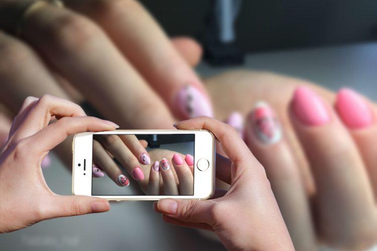 Как снимать ногти на камеру телефона