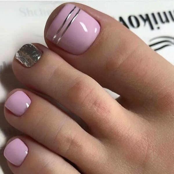 Розовый педикюр минимализм с блестками
