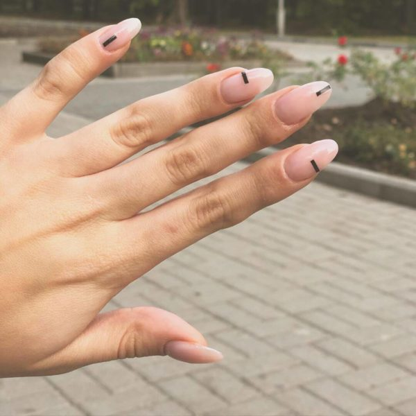 Простой маникюр на длинные ногти
